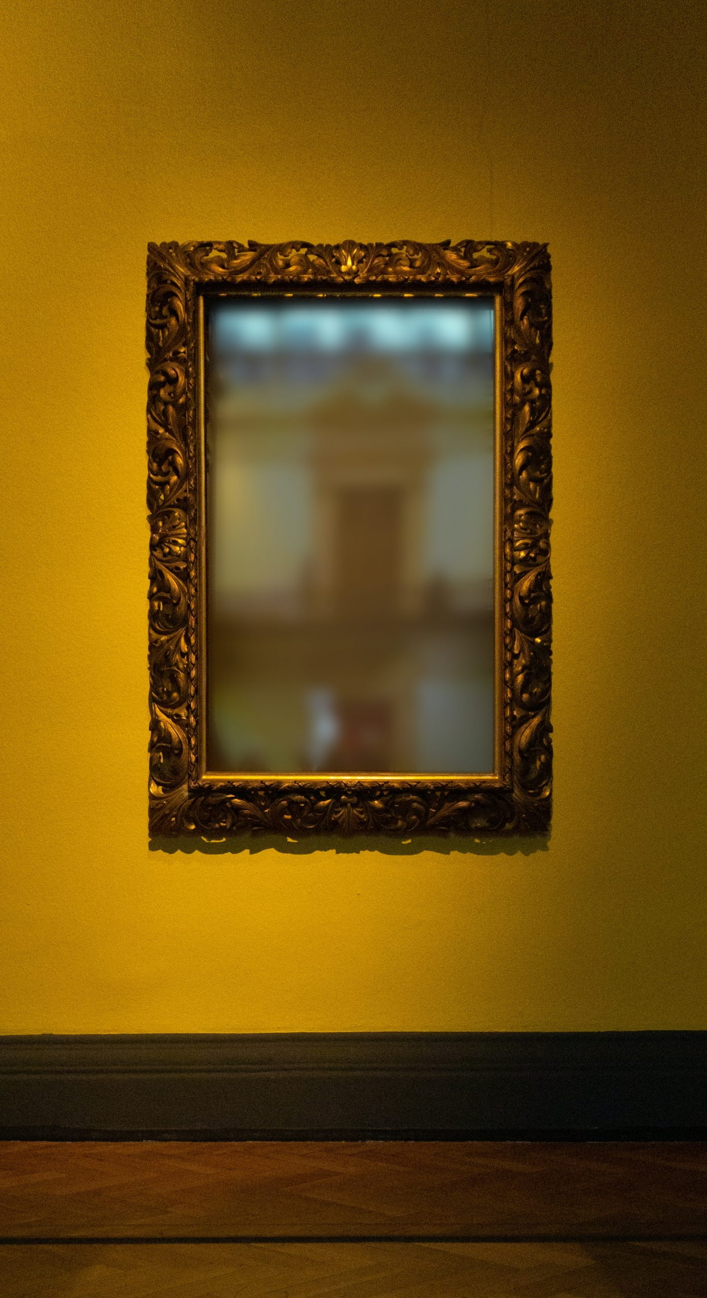 image of a mirror in a frame